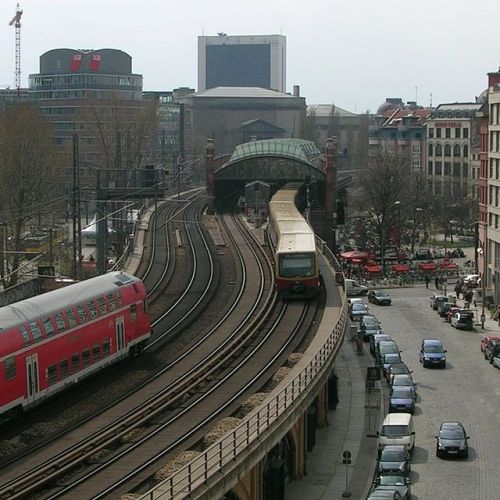 Stadtbahn persso lo Hackescher Markt, foto di H0tte in public domain