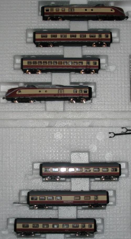 I due set che realizzano l'intero BR601 in composizione a 5 carrozze.