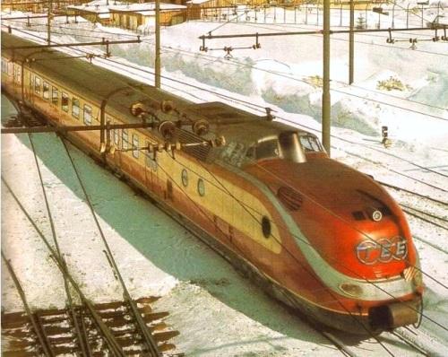 BR 601 al Brennero. Si nota la vecchia palificazione trifase adattata alla continua. Foto dal forum di ferrovie.it