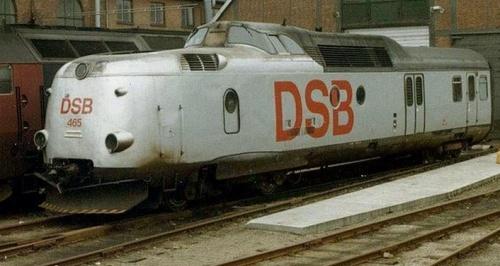 DSB MA465 nella livrea argento.