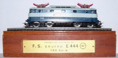 Il cofanetto regalo della E.444