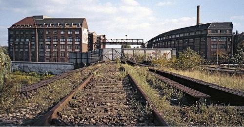 Il muro interrompe la Stadtbahn presso la Görlitzer Bahnhof , 1986. Foto Roehrensee da Wikipedia