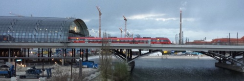 Un Regonalzug lascia la Berlin HBF