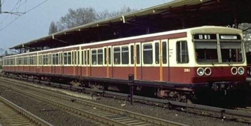 Br 270 prototipo nel 1982. Foto © da http://fotocommunity.s-bahn-berlin.de/