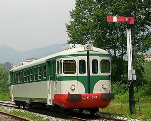 ALn.873 rirpristinata in livrea storica, foto © Stefano Paolini, da photorail.com via wikimedia
