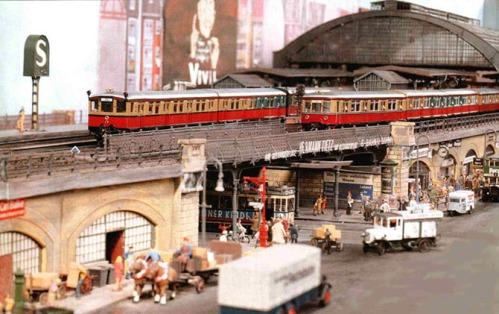 Immagine da un plastico in H0 dedicato alla S-Bahn. Immagine di friedrichstrasse da http://forum.milanotrasporti.org/