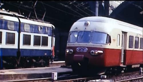 Incontro tra un Caimano e un RAe a Milano Centrale nel 1981, Immagine tratta da un filmato su youtube