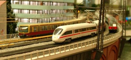 Dettaglio della Stadtbahn al LOXX am Alex. Foto da www.bahn.de