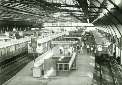 Ostbahnhof, OstBerlin - foto da una vecchia cartolina reperita su ebay