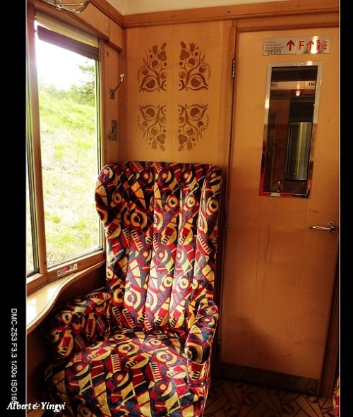 Dettaglio dell'interno. La poltrona ha un'aria davvero comoda! SI possono notare gli intarsi, e il finestrino leggermente a bay window. Foto da blog.xuite.net/ikimasho