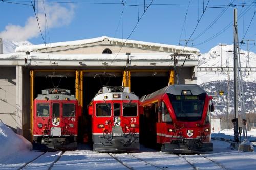 Al vero, ABe 4/4 II, ABe 4/4 III e ABe 8/12. Foto Mr.Hockey da www.drehscheibe-online.de