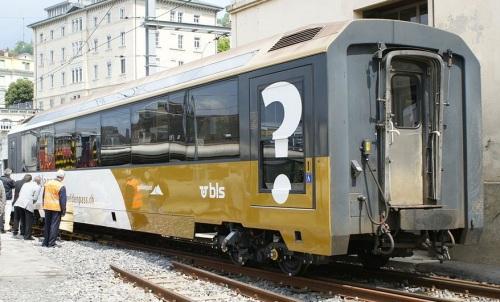 BDs 200, la prima carrozza MOB a scartamento variabile. Foto CC BY-SA 2.5 ch Markus Giger da wikipedia