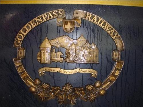 Lo logo del Golden Pass al centro della fiancata delle vetture. Foto Rootero da tripAdvisor