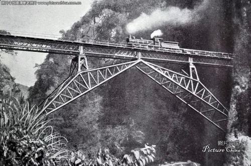 Transito di una vaporiera sul Renzi Ciao - foto da picturechina.com
