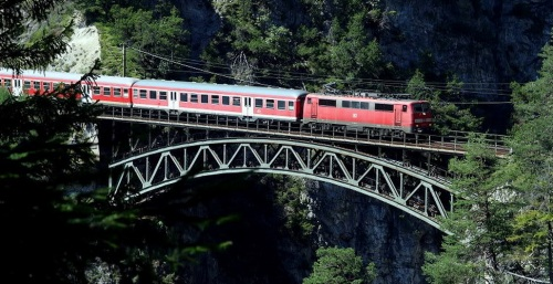 DB 111 sullo Schlossbach - foto © Rail66 dal forum www.bahnnews-austria.at