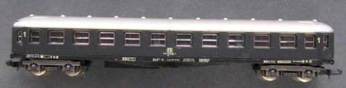 Lima 320301 in livrea grigio ardesia, senza filetto avorio da lima, in versione a 10 compartimenti. Immagine da n-scale-freight-cars.webnode.cz