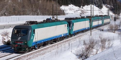 Un Lokzug itliano, con due E.412 e due E.405 a Terme di Brennero. Foto © Fabio Miotto da trainpixel.com