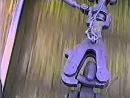 Dettaglio della maglia sganciabile - l'uncino in basso in basso é quello della carrozza spinta