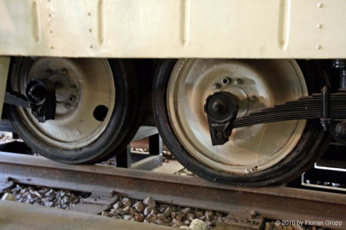 Dettaglio delle ruote della della Micheline ZZAB-2 preservata presso il Museo Ferroviario dello Yunnan - Foto © Florian Grupp da flickr