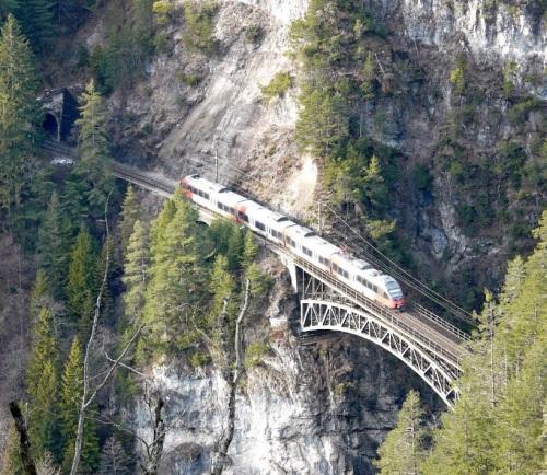 Transito sullo Schlossbachgrabenbrücke - Foto © Verdi1 da Panoramio