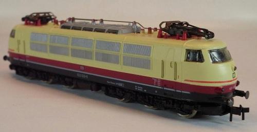 Seconda versione del modello Arnold 0235 con pantografi monobraccio (da ebay)