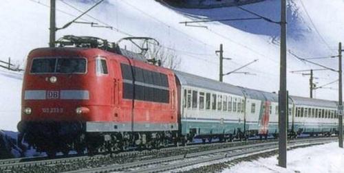 La Br 103 233 in testa all'EC 82, quand oancora era composto da UIC-Z di Trenitalia. Foto Piero Chionna da Marklinfan.com