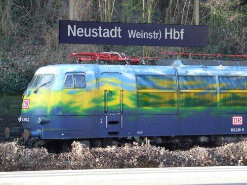 La 103 220 a Neustadst. Foto © Andreas Mack da bahnbilder.de