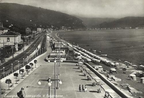 Stazione di Lavagna e Lungomare, da una vecchia cartolina.