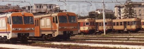 Nel 1984 le ALe 724 sono a fianco delle ALe 803. Dettaglio da una foto © Francesco Capezza da photorail.com