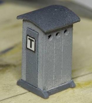 Cabina telefonica realizzata con i disegni de La bottega dei plastici