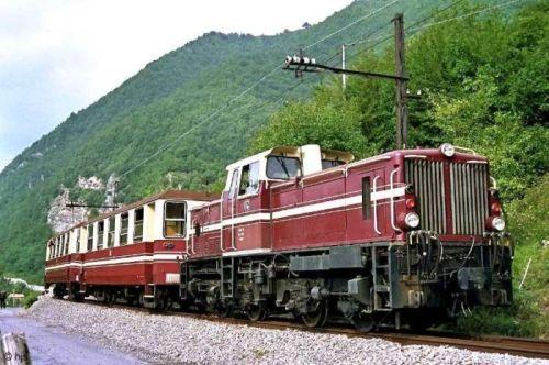 Motrice ex DB della Ferrovia Genova Casella con le carrozze Breda. Foto tratta da marklinfan.com, originale © Hans Joachim Stroh da bahnbilder.de (?)