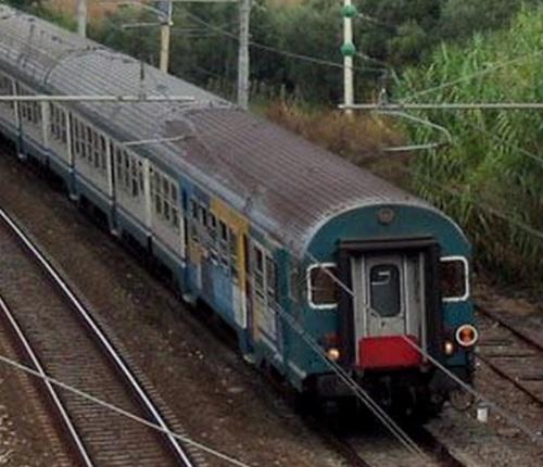 Semipilota passante MDVC - non c'é cassa dell'acqua sull'imperiale, lato guida. Foto da trenitaliani.altervista.org