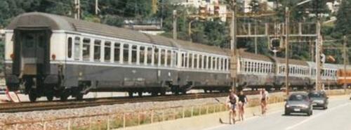 IC 453 Basel-Milano a Melide nel 1995, foto © Johannes Padberg da www.drehscheibe-online.de