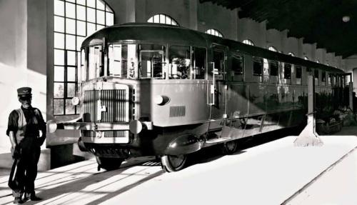 Presentazione della nuova Ln 72, a Sermide nel 1930. Foto © degli autori del libro citato