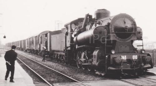 1974: Treno raccoglitore a Casale Popoli con una Gr.743. Foto © Bruno Cividini da Il portale dei Treni
