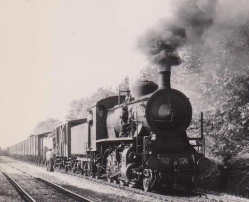 1974: Treno raccoglitore a Cesenatico con una Gr-740. Foto © Bruno Cividini da Il portale dei Treni