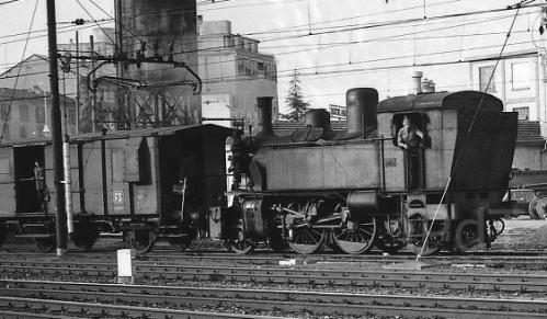 1975: Treno raccoglitore a Novara con una Gr.880. Foto © Emilio Crignolai da Il portale dei Treni