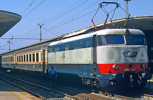 Una GC compartimenti e una Z1 a Reggio Calabria nel 1995, foto Stefano Paolini da photorail.com