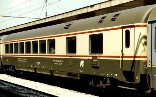 GC Ristorante Tipo 1979 nel 1997, lato corridoio. Foto © BalazsCsuzi da railfaneurope.net
