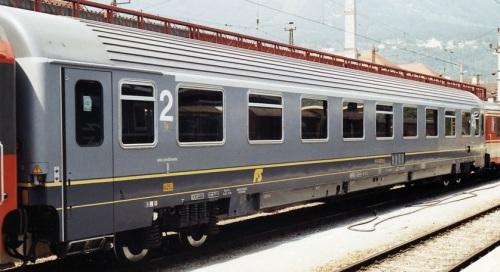 61 83 19-90 104-3 UIC-Z1 Prima classe declassata, con carrelli sperimentali nel 1991in composizione all'IC540 Declassata Foto © jklx da flickr