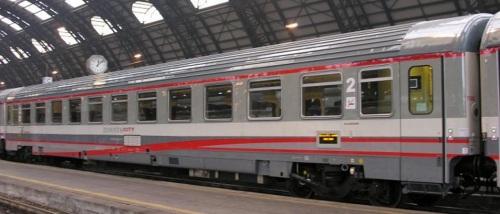61 83 29-90 484-0 UIC-Z1 a salone, ex seconda classe a compartimenti, livrea ESCI - Foto © Massimo Rinaldi da railfaneurope.net