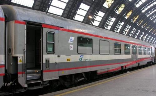 85-90_000-5_BR lato ritirata in livrea ESCI - Foto © Massimo Rinaldi da railfaneurope