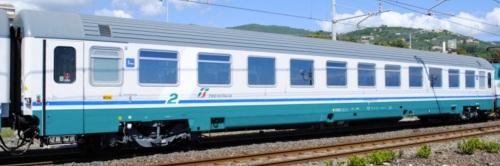 B 61 83 29-90 834-6, una delle carrozze del progetto IC 270 nel 2013 a Lavagna. - Foto © Marco Claudio Sturla da trenomania