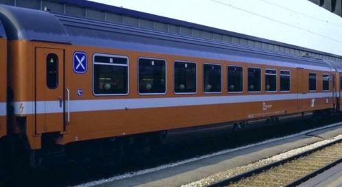 ÖBB WRmz 61 81 88-70 100-6 - Foto © Helfried Werner da www.railfaneurope.net