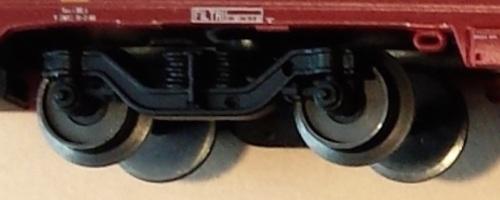 Carrello GC Pirata: is vedono sulla destra i due forellino che servono per inserire lo smorzatore, che é incluso come aggiuntivo