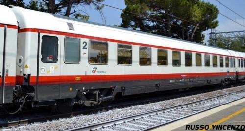 Eurofima di seconda in livrea Frecciabianca - Foto © Vincenzo Russo dal forum di ferrovie.info