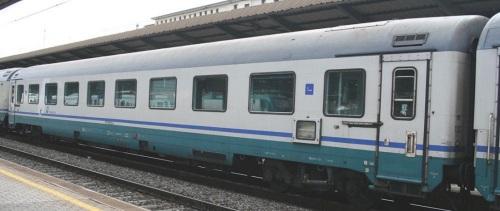 La 18 98 022-6 A, GC a compartimenti rimasta tale nel 2010 - Foto © Ernesto Imperato da trenomania