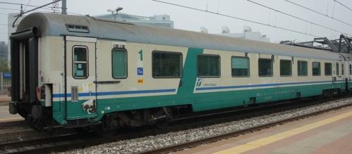 La 18-98 094-5 A, GC a compatimenti rimasta tale nel 2010 - Foto © Manuel Paa da trenomania