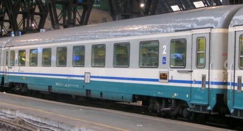 GC ex compartimenti divenuta carrozza di seconda classe, livrea ECI, lato opposto alla ritirata - Foto © Antimo Bucciero da trenomania