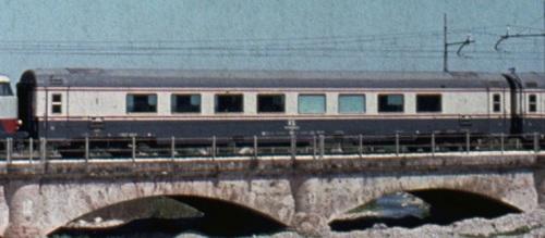 GC Salone vista dal lato opposto alla ritirata. Dattaglio da uno foto © Alberto Perego di un transito del TEE Adriatico a Giulianova nel 1978, da IlPortaleDeiTreni